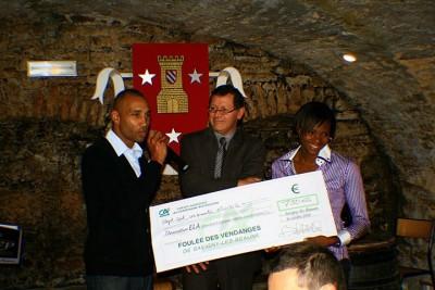 A Duarte ey M Hurtis recoivent un chèque de 750€ au profit d'ELA.