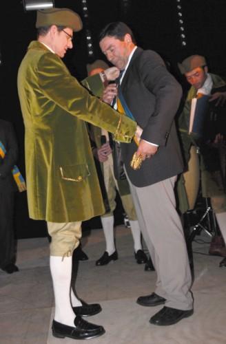 Le Président des Savigny reçoit son écharpe!